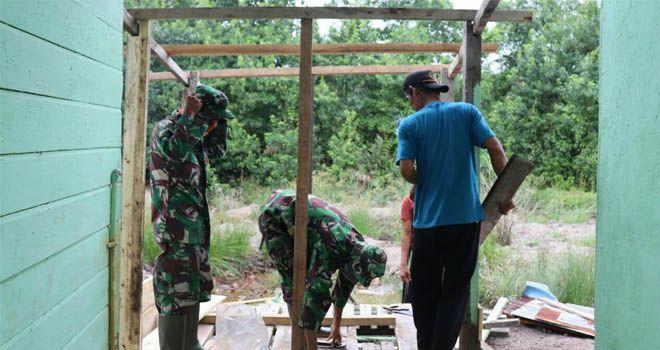 Peduli Kesehatan, Satgas TMMD Kodim 0419 Tanjab Perbaiki Toilet Sekolah