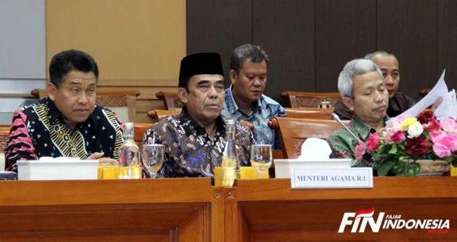 Menteri Agama RI, Fachrul Razi mendengarkan pertanyaan dari anggota Komisi VIII DPR RI di Gedung Parlemen Senayan Jakarta. Kamis (28/11/2019).