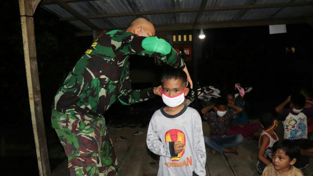 Satgas TMMD Ajari Anak - anak Cara Penggunaan Masker yang Benar