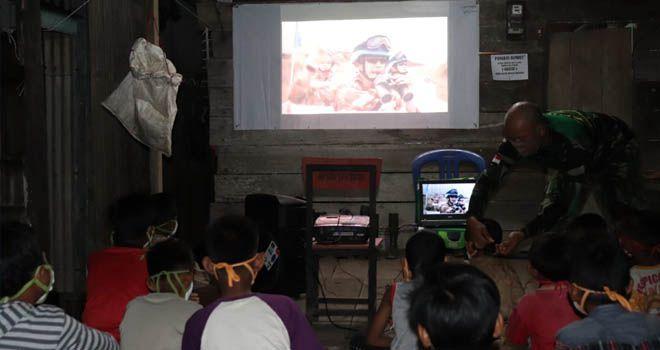 Gugah Pemuda Desa Masuk TNI, Satgas TMMD Ajak Nobar