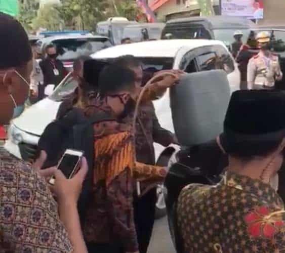 Video mobil RI 2 atau milik Wakil Presiden Ma'ruf Amin mengisi bensin eceran
