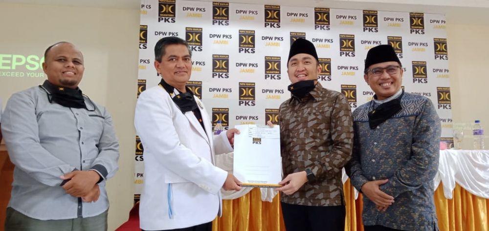 Partai Keadilan Sejahtera (PKS) mendeklarasikan dukungan untuk kontestasi politik Pilwako Sungai Penuh Desember mendatang.