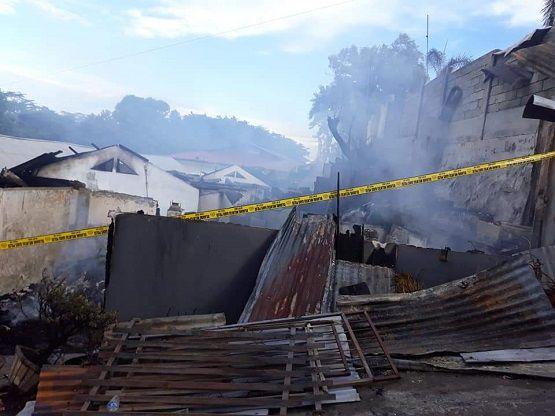 Rumah korban yang dilahap api subuh dini hari tadi, di Kleak, Manado.