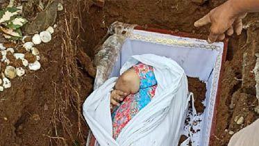 Peti Tidak Muat di Liang Kubur, Tampaklah Mayat Perempuan Gemuk Berdaster