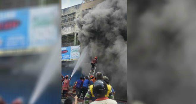 Si Jago Merah Mengamuk di Kota Jambi, Satu Ruko di Gang Siku Terbakar