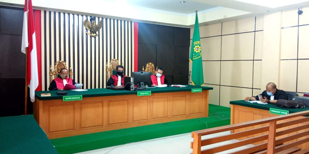 Sidang gratifikasi atau penerimaan hadiah yang menyeret nama Mantan plt kadis PUPR Provinsi Jambi Arfan kembali di gelar di pengadilan Tipikor Jambi, Kamis (17/9). Secara virtual