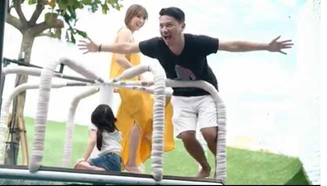 Kebersamaan Gading Marten, Gisella Anastasia bareng anaknya, Gempita Nora di sebuah taman bermain di Bali.
