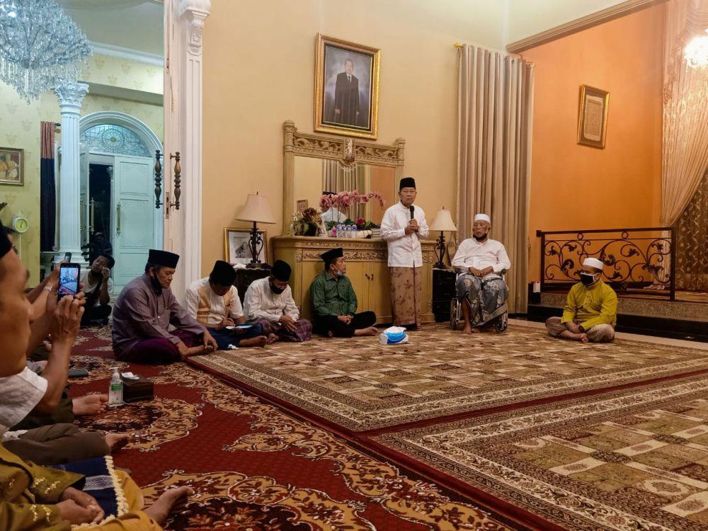 Kyai Sepuh Seberang Doakan Haris-Sani Jadi Gubernur