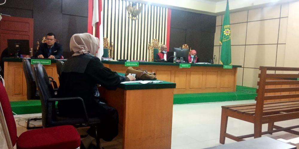 Saat sidang kasus narkoba dengan terdakwa Raja Inka Pratama di Pengadilan Negeri Jambi. Dari sidang ini terdakwa divonis 6 tahun penjara.