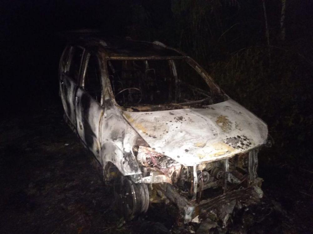 Sebuah Minibus Terbakar di Nes Muhajirin.