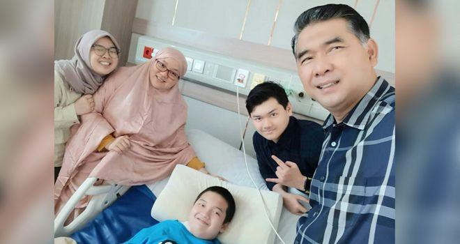 Sy Fasha bersama istri dan ketiga anaknya.