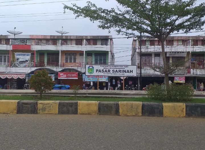 Pengunjung Pasar Sarinah Rimbo Bujang Mulai Menurun.