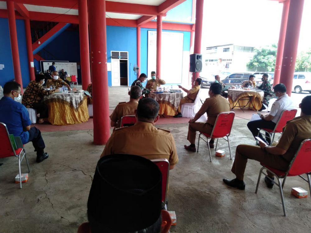 Rapat yang dipimpin Wawako Maulana di Posko gugus tugas Kota Jambj