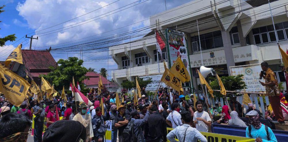 Ratusan Massa SPI Tanjabtim Gelar Unras Konflik Kehutanan di Dishut Jambi