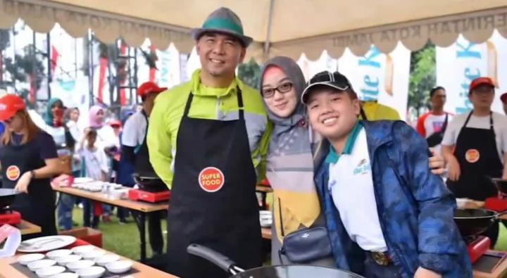Sy Fasha bersama Istri dan Alm Anaknya.
