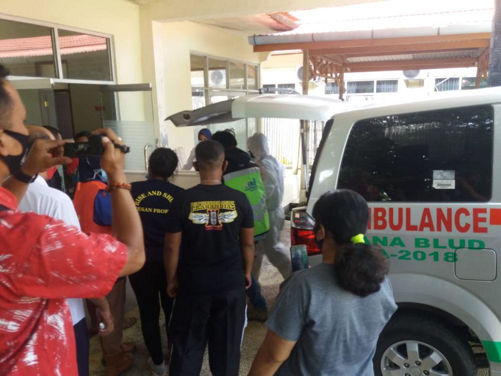 Evakuasi jenazah korban ke RSUD Bungo Jumat (16/10).