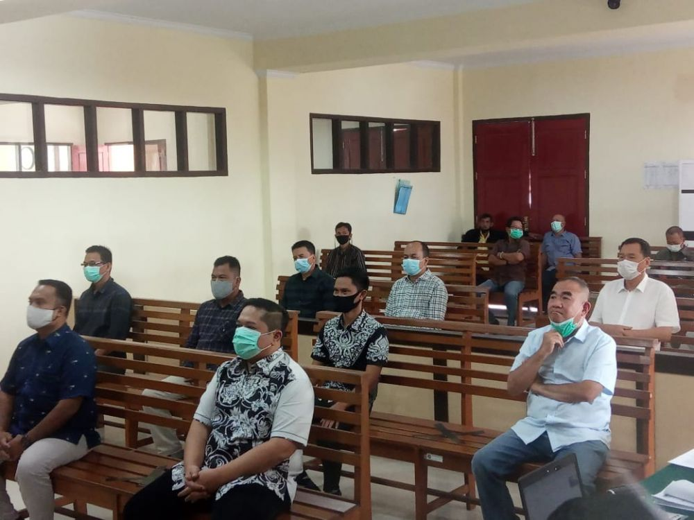 Sidang kasus gratifikasi menyeret nama mantan Plt Kadis PUPR Provinsi Jambi, Arfan ditunda lagi, karena pada Kamis pekan ini bertepatan dengan libur nasional.