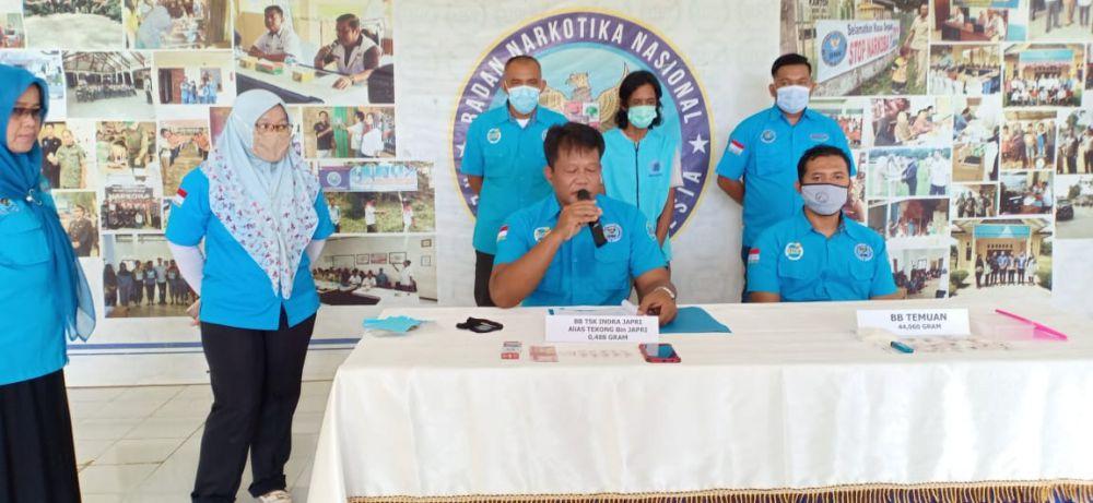BNNK saat menggelar konferensi pers terkait penangkapan diduga pengedar narkotika jenis sabu di Tanjabtim.