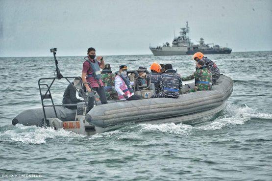 Menteri Perhubungan Budi Karya Sumadi meninjau lokasi jatuhnya pesawat Sriwjaya Air SJ-182 Foto: Kemenhub