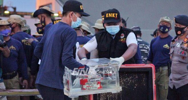 Black Box Sriwijaya Air SJ-182 Berhasil Ditemukan. FOTO : Issak Ramdhani / Fajar Indonesia Network