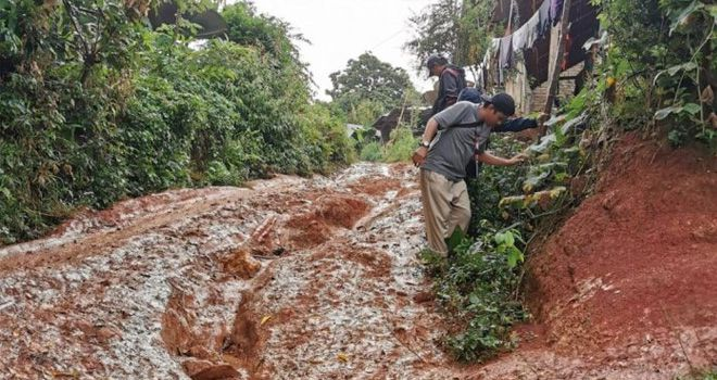 Sejumlah relawan tidak hentinya membawa bantuan ke daerah pelosok di Kabupaten Mamuju, pasca diguncang gempa 6,2 magnitudo.