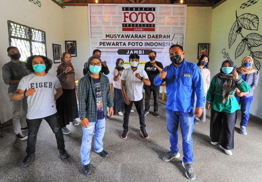 Foto bersama Ketua PFI terpiliah bersama seluruh anggota PFI Jambi.