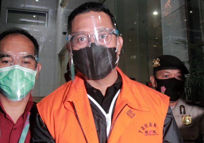 Menteri Sosial Juliari P Batubara usai menjalani pemeriksaan di gedung KPK, Jakarta, Minggu (6/12/2020).