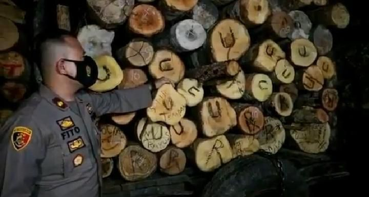 Sebanyak 38 meter kubik kayu ilegal yang rencananya akan diselundupkan ke salah satu somel di Kota Jambi berhasil diamankan oleh Ditreskrimsus Polda Jambi.