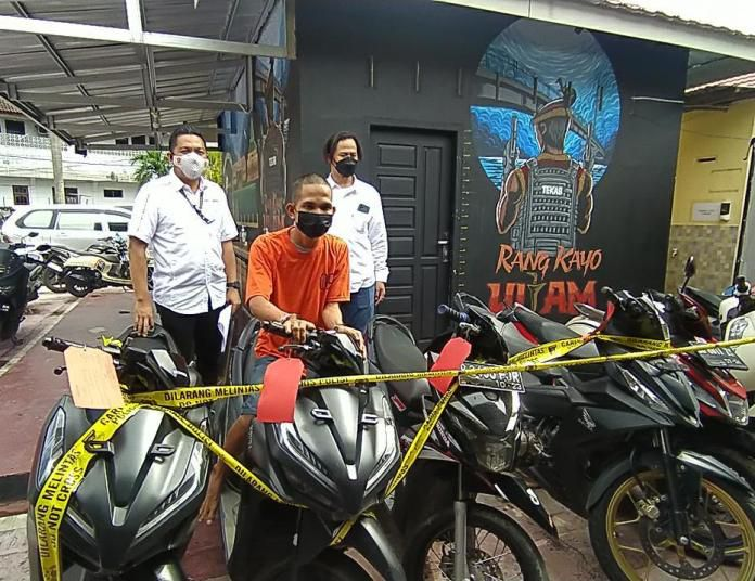 Spesialis jambret yang kerap beraksi Kota Jambi berhasil diamankan oleh Satreskrim Polresta Jambi beserta barang buktinya.