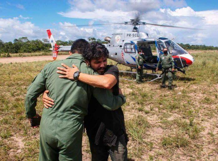 Antonio Sena, pilot asal Brasil, saat diselamatkan setelah terjebak di hutan Amazon selama 38 hari.