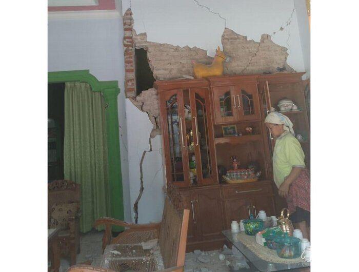 Kerusakan akibat gempa Malang.