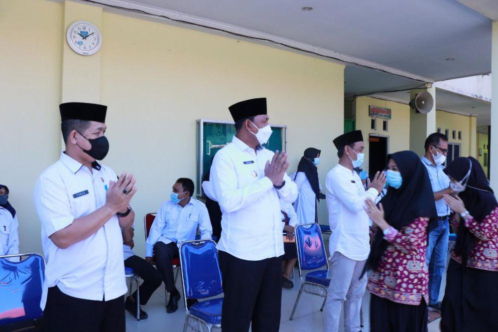 Wakil Bupati Tanjabbar, Hairan, saat silaturahmi dengan semua komponen pendidikan di SMAN 1 Tanjabbar.