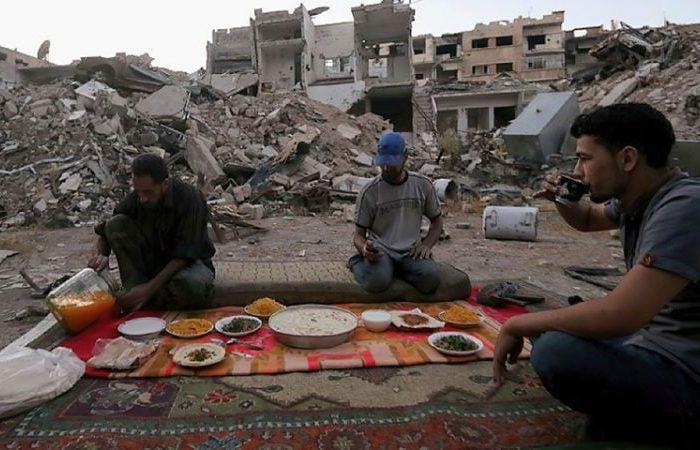 Suasana buka puasa Ramadan di Syria (Enab Baladi)