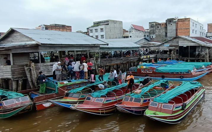 Pelabuhan H Abbas Kuala Tungkal terlihat ramai Kamis kemarin (6/5).