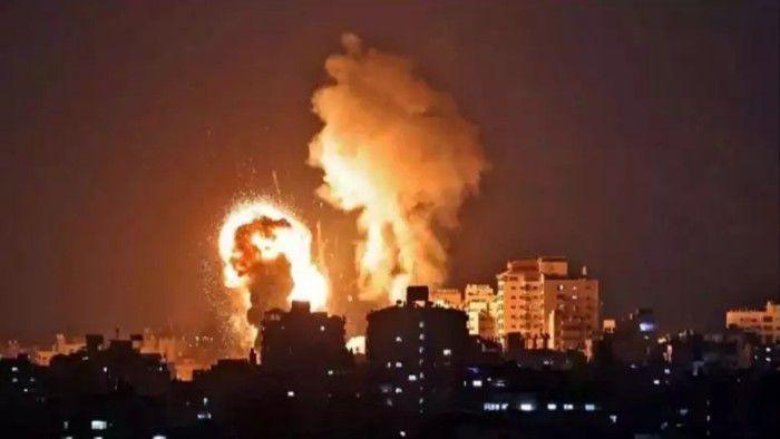 Serangan roket Hamas terhadap Israel.