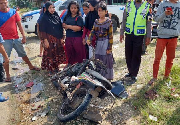Salah satu kendaraan yang terlibat lakalantas di Singkut, Sarolangun.
