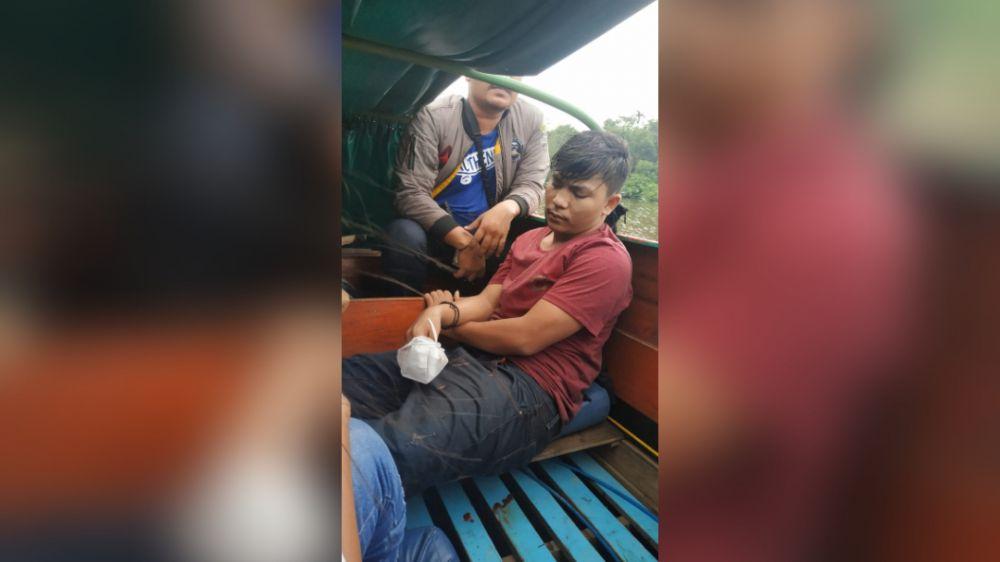 Bandar narkoba yang sering beraksi di Tanjabtim berhasil ditangkap olah BNNK Tanjabtim saat berusaha melarikan diri dengan terjun ke sungai.