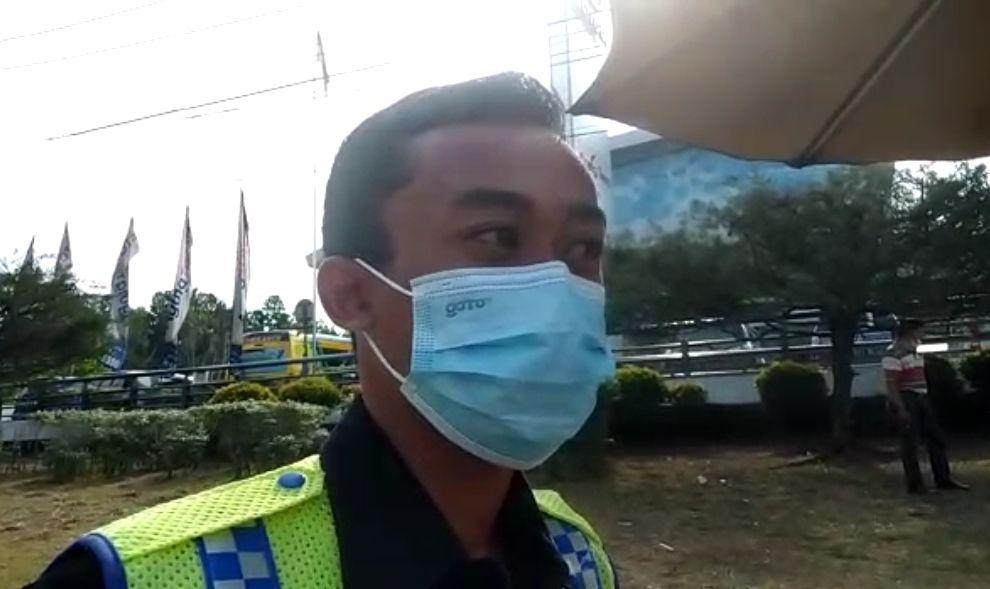 Saksi mata di TKP bernama Panji security dealer yang berada di lokasi tersebut.