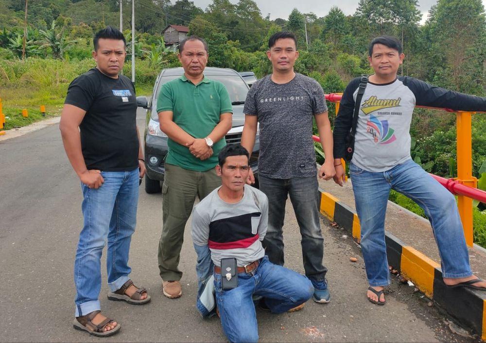 Pencuri yang melarikan diri ke Solok Selatan, Sumatera Barat berhasil ditangkap oleh Anggota Polsek Gunung Kerinci berikut barangbuktinya.