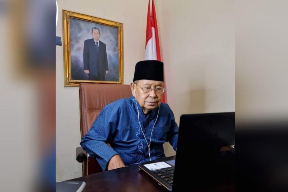 Drs. H. Hasip Kalimuddin Syam, MM semasa hidup.